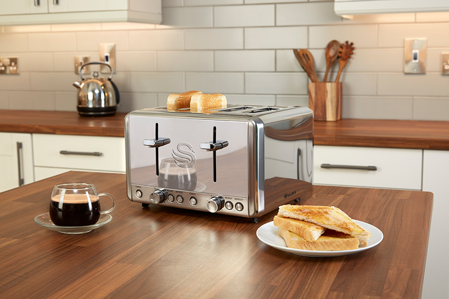 CLASSIC-4-SLICE-TOASTER-ON-COUNTER