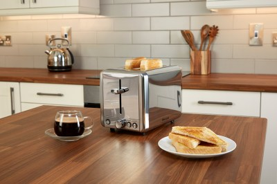 CLASSIC-2-SLICE-TOASTER-ON-COUNTER